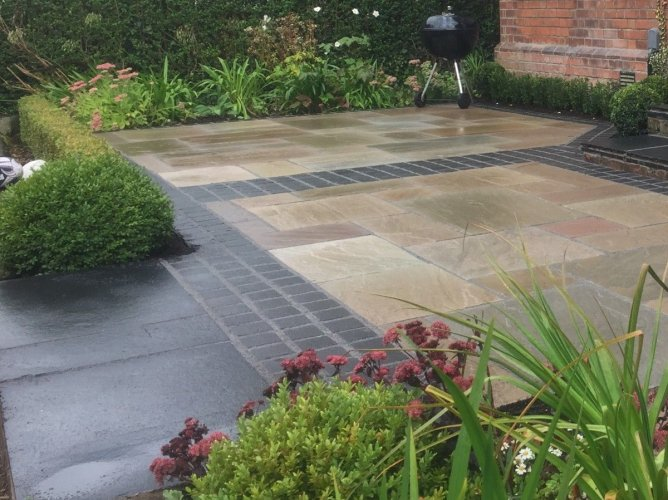 Black Limestone Setts 100 x 100 (Wet)