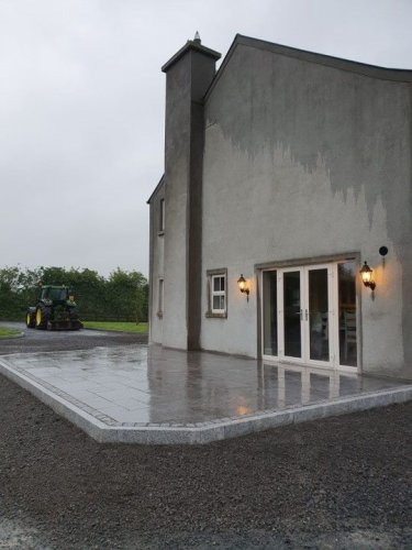 Blue Limestone Paving - Patio Pack (Flamed) (Wet)
