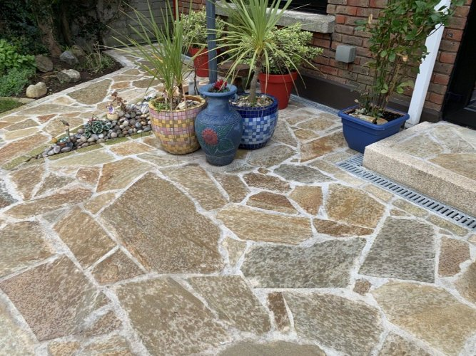 Driveway completed using Donegal Quartzite Crazy Paving