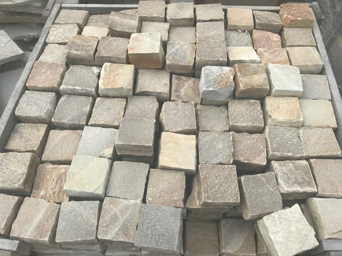 Donegal Quartzite Setts 100 x 100