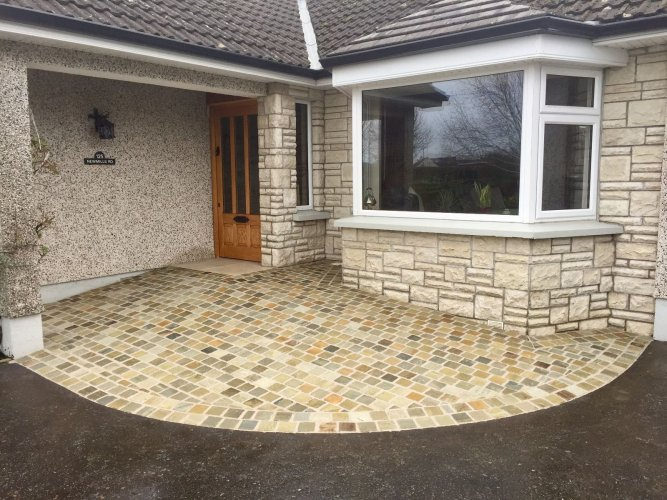 Home entrance completed using Donegal Quartzite setts 100 x 100