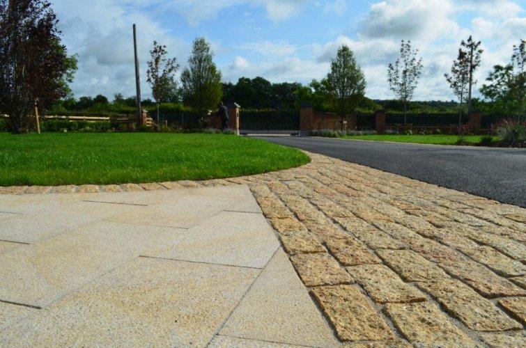 Gold Granite Cobbles 200 x 100