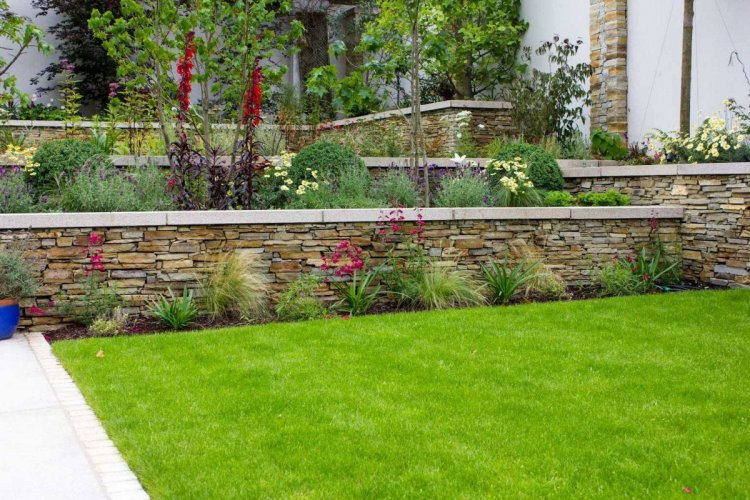 Gold Donegal Quartzite Garden Walling - Rugged Photo Credit: Tully Landscapes