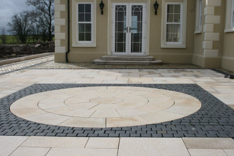 Gold Granite Paving and Circle enclosed with Black Limestone Setts 100 x 100 (Dry)