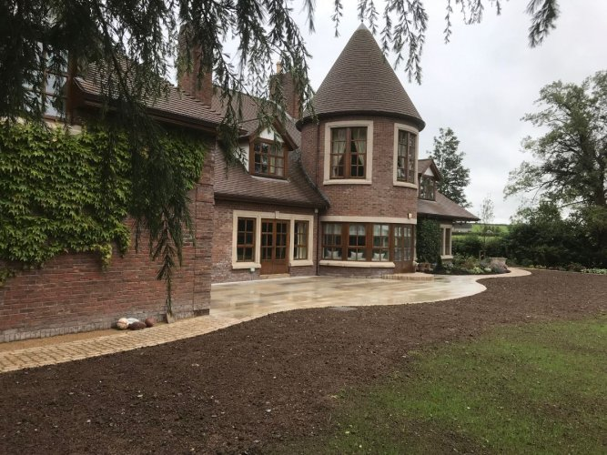 Garden Edging: Gold Granite Setts 200 x 100 Photo Credit: Dornans Paving & Landscapes
