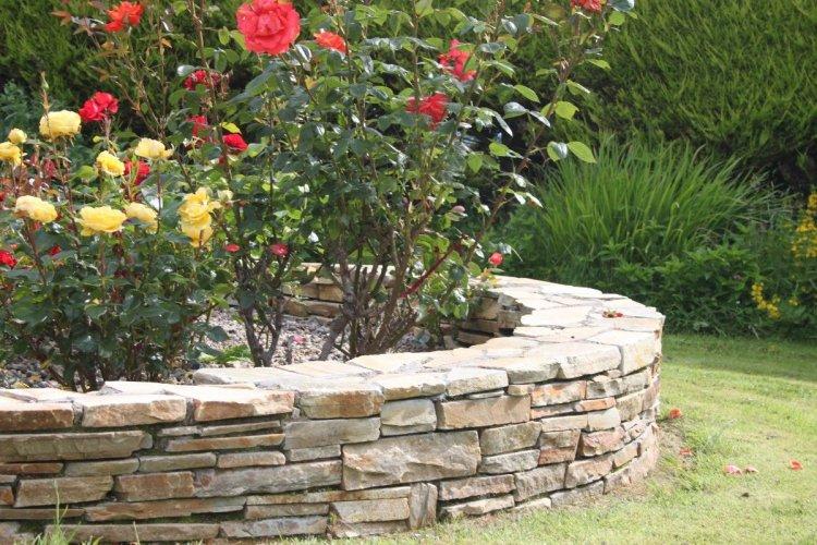Gold Donegal Quartzite Garden Walling - Rugged