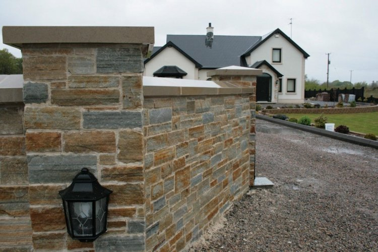 Mixed Gold & Silver Donegal Quartzite Stoneer (Wet)