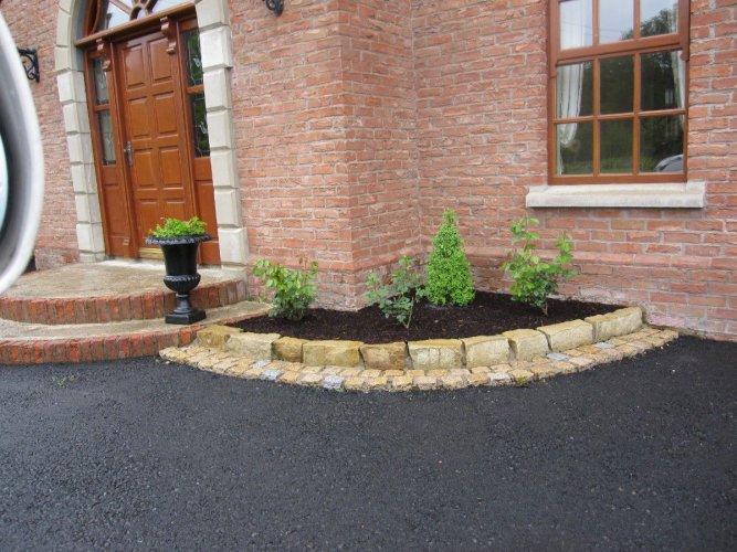 Mountcharles Sandstone Kerbs - Organic  (wet)