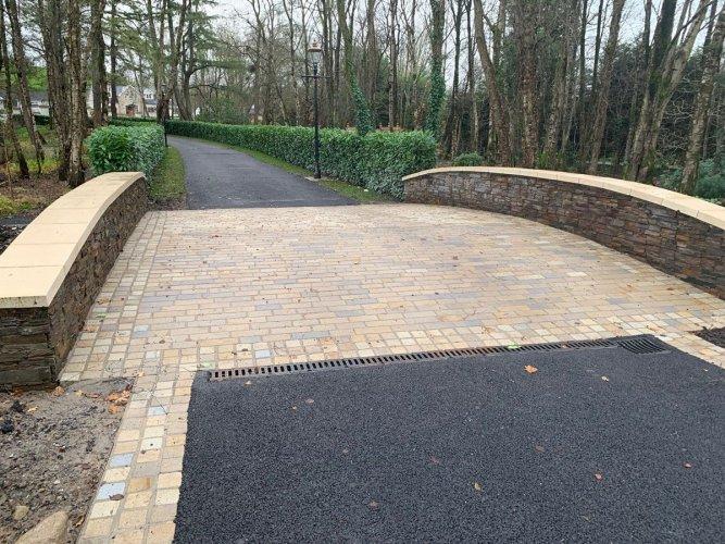 Irish Sandstone Driveway Cobbles (RL X 100mm & 100 X 100mm)