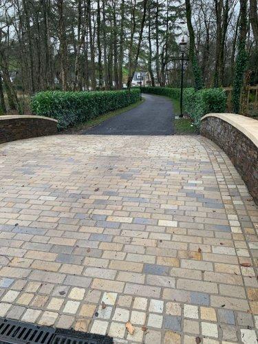 Driveway Setts in Mountcharles Sandstone (RL x 100mm & 100 x 100mm )