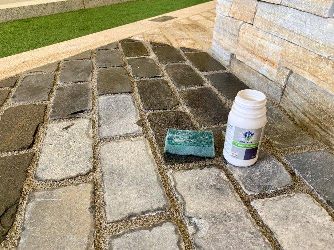 PROTECTiT Colour Restorer Application - Black Limestone Setts 200 x 100 Before & After