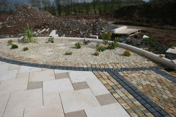 Donegal Quartzite Setts 100 x 100 & Black Limestone Setts 100 x 100