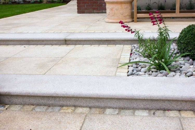 Silver Granite Step Pack - Flamed Finish Photo Credit: Tully Landscapes