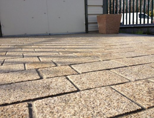 Gold Granite Courtyards Setts